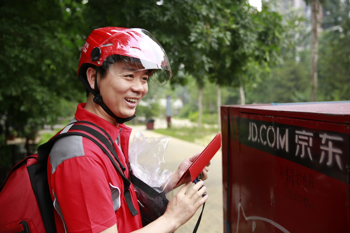 JD.com CEO Richard Liu Delivering Orders On June 18 The Companys Anniversary
